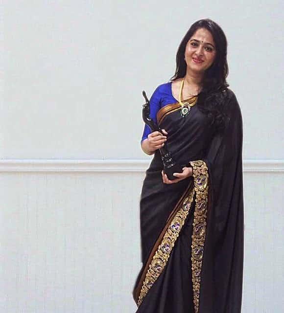Anushka-Shetty-with-filmfare-award2.jpg